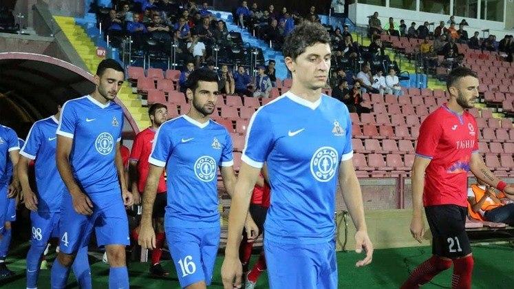 Armênia - O campeonato parou em 12/3 e retornou no dia 24/5. O Ararat lidera e restam três rodadas para o término da fase de classificação para os playoffs.