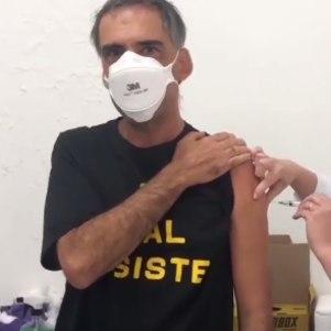 Arnaldo Antunes é imunizado