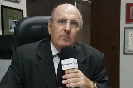 Advogado Arnaldo Alves defende vítimas do cantor