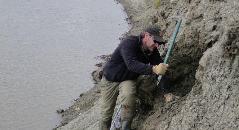 Arqueólogos encontraram os fósseis às margens do rio Colville, no norte do Alasca