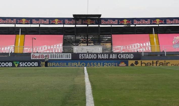 Arquibancadas do Nabi Abi Chedid mostram a marca da Red Bull e o novo programa de sócio torcedor, o Red Bull Bragantino Experience.