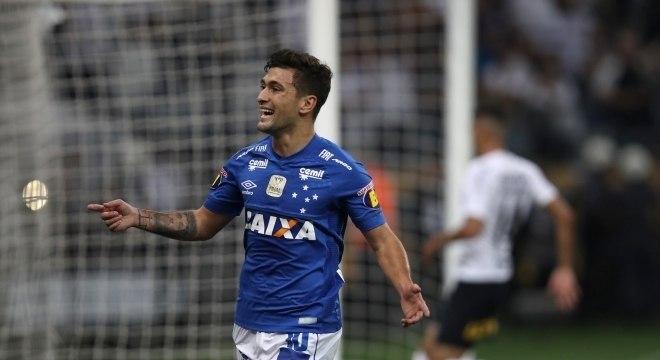 Arrascaeta comemora o segundo gol do Cruzeiro na vitória sobre o Corinthians