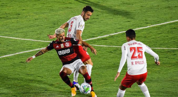 Arrascaeta teve trabalho para armar Flamengo contra Red Bull Bragantino