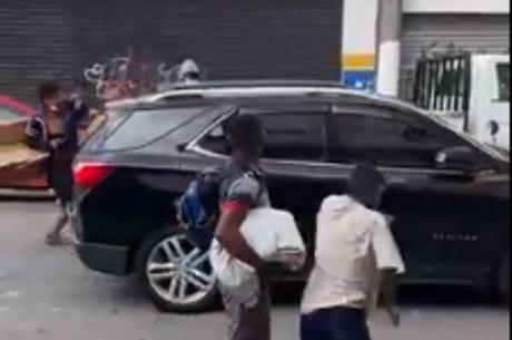 Ataque a veículos no meio da rua no centro de SP