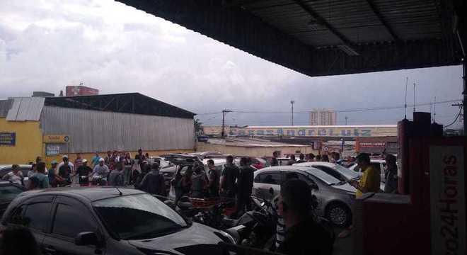 Grupo com crianças levou mercadorias de supermercado no Itaim Paulista