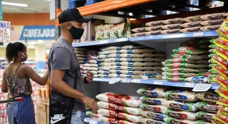 Inflação no grupo de alimentos registra alta de 0,91% no último mês em São Paulo