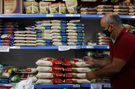 Indústria diz que ainda lida com alta dos preços do arroz