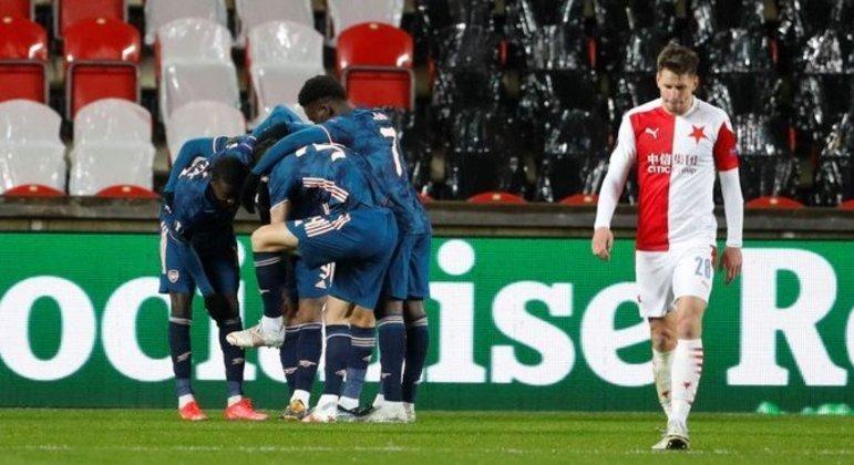 Festa do Arsenal, desolação do Slavia Praha
