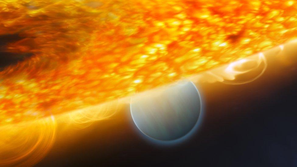 O HD189733b, eclipsado por sua estrela, é candidato a ter o clima mais extremo conhecido em qualquer planeta