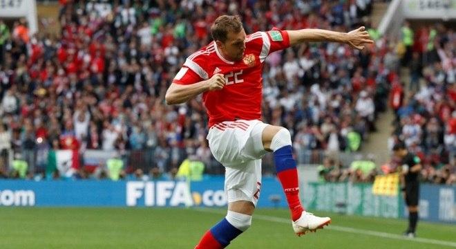 Artem Dzyuba fez o terceiro gol da Rússia sobre a Arábia