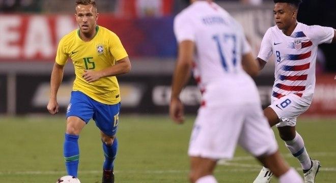 Arthur foi um dos quatros estreantes na seleção brasileira