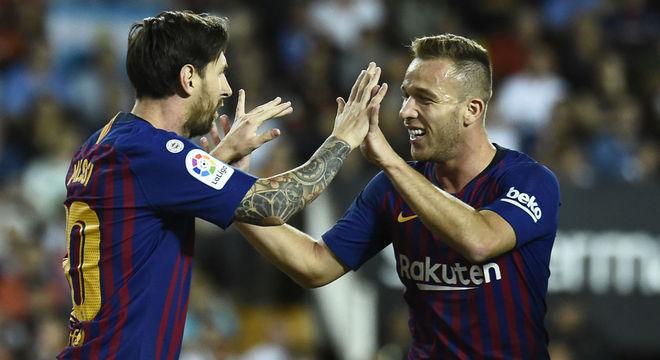 Está chegando ao fim o sonho de Arthur. De jogar no Barcelona com Messi