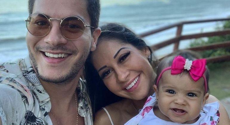 Arthur Aguiar e Mayra Cardi são pais de Sophia Cardi, de 2 anos