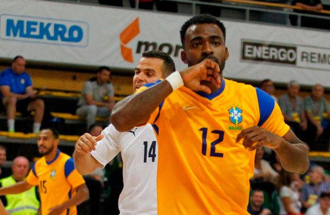 Arthur (Ala) - Atleta do Benfica (POR), ele tem 27 anos, está estreando em Mundiais, herdou a lendária camisa 12 de Falcão e é ex-jogador do Barcelona.