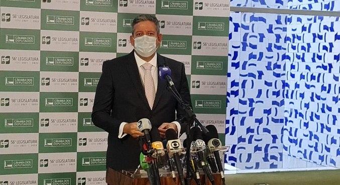 O presidente da Câmara, Arthur Lira (PP-AL), que pediu calma sobre debate do voto impresso
