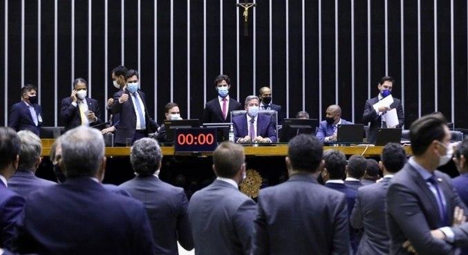 Arthur Lira preside sessão que aprovou mudanças nas regras eleitorais