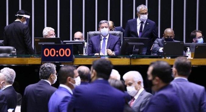 Arthur Lira durante votação da PEC do voto impresso no plenário  da Câmara