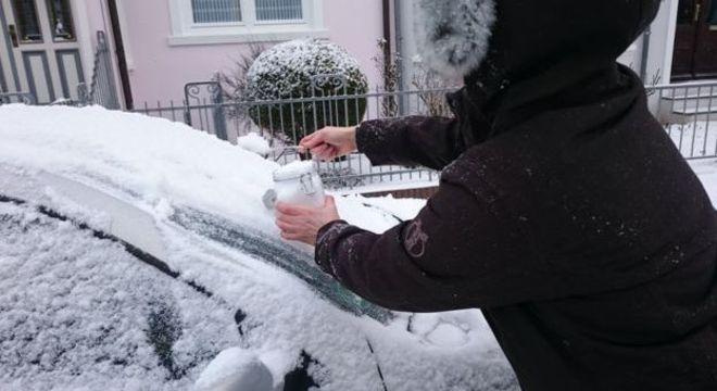 A equipe também coletou amostras de neve de locais na Alemanha e na Suíça