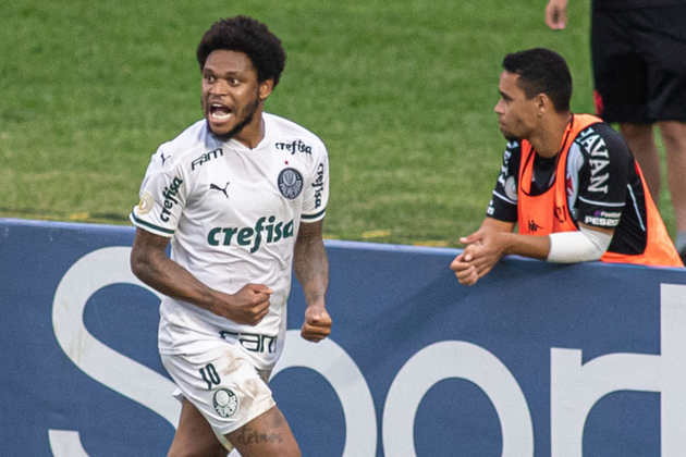 Artilheiro do Palmeiras no ano, Luiz Adriano soma 15 gols em 36 partidas, anotando diversos gols decisivos para o Alviverde, como em clássicos e na final do Paulistão.