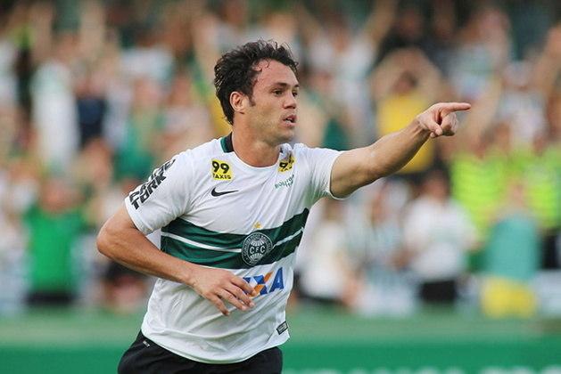 O atacante Kléber foi contratado pelo Fluminense em 2018 para reforçar o time comandado por Abel Braga. No entanto, após ser reprovado nos exames médicos com um problema no joelho, a transferência foi cancelada e o Gladiador nunca atuou pelo Tricolor das Laranjeiras