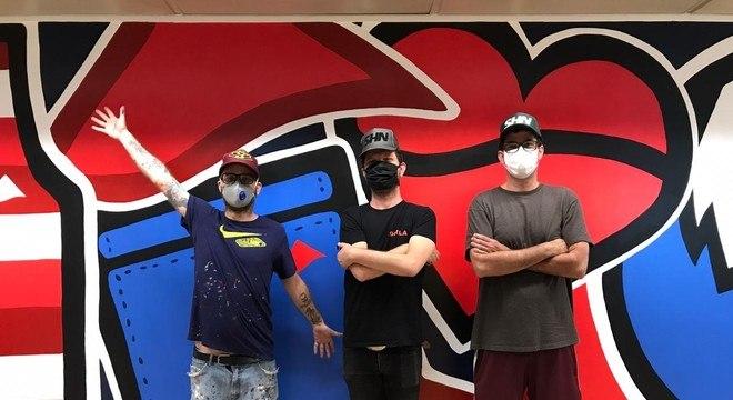 Artistas trouxeram cor ao escritório da Lycra, que retomou as atividades na pandemia
