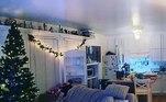 Mais uma vez tentando espalhar alguma alegria no que tem sido um ano difícil para muitas pessoas, este usuário do Instagram de San Diego decidiu colocar sua árvore de Natal um pouco mais cedo do que o normal