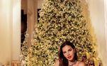 Mariana Rios caprichou no look ao mostrar a decoração natalina.