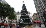 ÁRVORE-NATAL-PRAÇA-PATRIARCA - GERAL - Vista da árvore de natal da prefeitura na Praça do Patriarca em São Paulo (SP), nesta segunda-feira (09).   Foto: RENATO S. CERQUEIRA/FUTURA PRESS/ESTADÃO CONTEÚDO FUP20191209040 - 09/12/2019 - 11:34