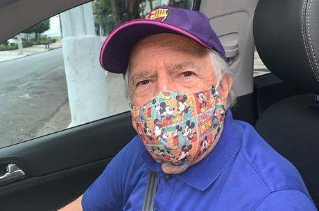 Ary usou máscara do Mickey para se proteger