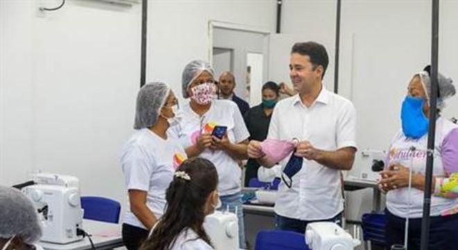 As 21 costureiras envolvidas querem fazer cinco mil máscaras por mês e doá-las a comerciantes, taxistas, motoristas e cobradores de ônibus do município