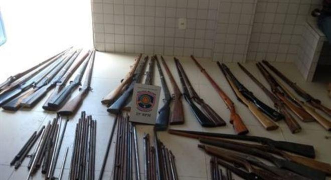 As armas eram fabricadas de forma artesanal na residência do suspeito