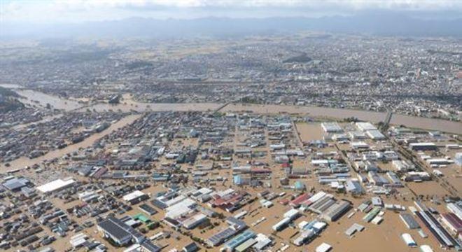 As chuvas e os ventos do Hagibis fizeram com que mais de 73 diques se rompessem pelo país