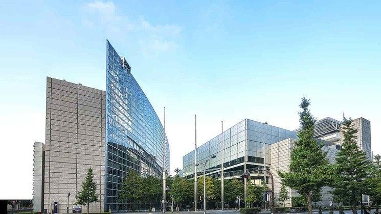 As competições de levantamento de peso serão disputadas no Fórum Internacional de Tóquio. É um centro de exposições multifuncional e com um desenho externo similar ao de um barco.