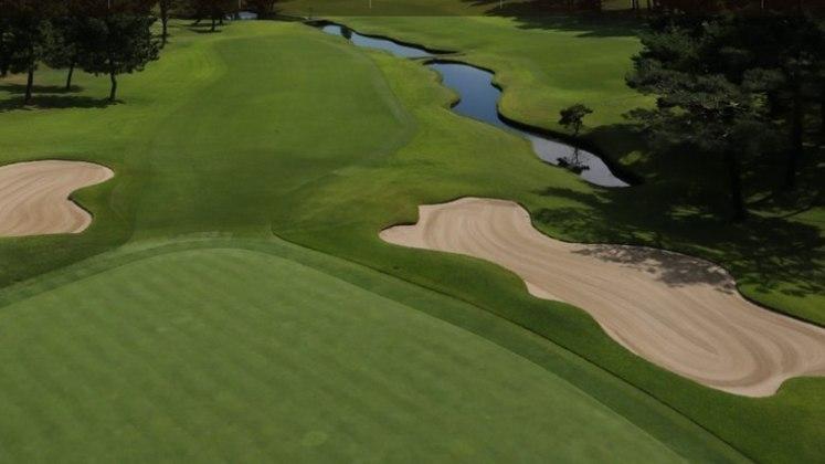 As disputas de golfe terão lugar no Kasumigaseki Country Club. O local, que tem bastante tradição, foi fundado há mais de 80 anos na cidade de Kawagoe, em Saitama.