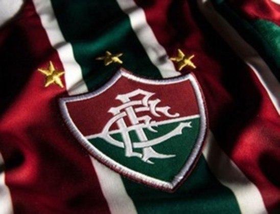 As estrelas no escudo do Fluminense representam os tricampeonatos estaduais conquistados pelo clube em: 1917/18/19, 1936/37/38 e 1983/84/85.