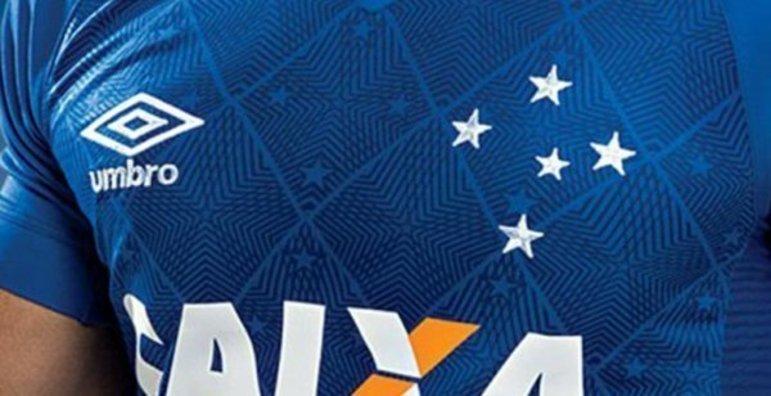 As estrelas no uniforme do Cruzeiro representam as que formam a constelação Cruzeiro do Sul.