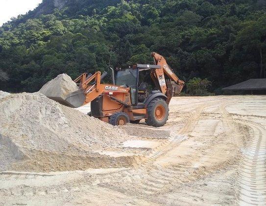 As fotos são do processo de terraplanagem do Campo 2 do CT