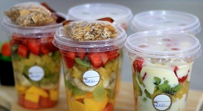 As frutas são fundamentais para deixar a saúde das crianças equilibradas e picando elas você pode deixar elas mais atrativas e misturas diversos tipos em um mesmo recipiente