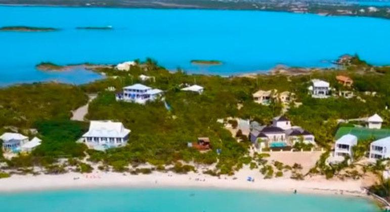 As Ilhas Turcas e Caicos são outro território britânico localizado no Caribe, a sudeste das Bahamas. A praia de Grace Bay é bastante requisitada pelos turistas. Elas são a 34° geral que mais recebem investimentos brasileiros, fechando a lista das dez entre paraísos fiscais.
