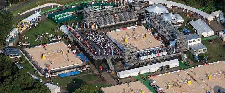 As partidas de vôlei de praia da Olimpíada serão jogadas em uma estrutura temporária montada no Parque Shiozake. O local tem vista para a Rainbow Bridge de Tóquio e a Baía da cidade.