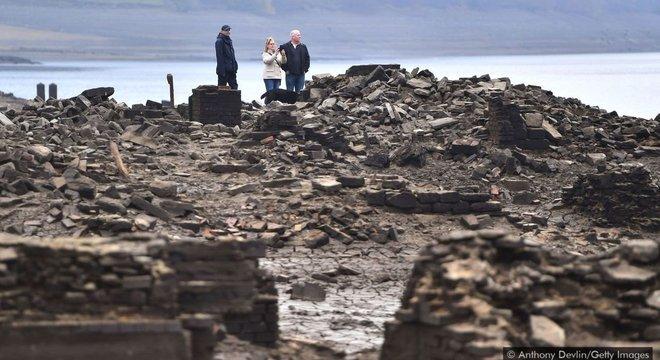 As ruínas da vila Derwent podem ser vistas geralmente uma vez a cada dez anos, sendo a mais recente no outono de 2018