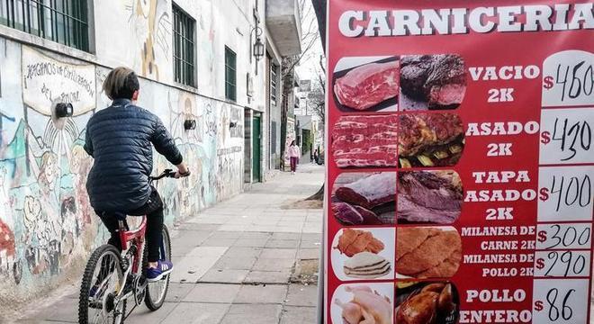 Anúncio de açougue em Buenos Aires: carne ficou muito cara para os argentinos