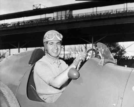 Ascari ainda venceria mais cinco etapas em 1953, ano de seu bicampeonato mundial, alcançando assim o feito de 13 conquistas. O italiano morreu no GP de Mônaco de 1955, após um acidente grave