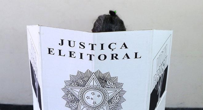 Servidor candidato às eleições pode custar R$ 1 bilhão, aponta estudo
