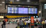 SP - CORONAVÍRUS/SP/MOVIMENTO/CONGONHAS - GERAL - Movimento no saguão do Aeroporto de Congonhas, na zona sul da cidade de São Paulo, na manhã desta quarta-feira, 06, em meio à pandemia do novo coronavírus (covid-19). São Paulo é o Estado brasileiro com mais mortes diárias por covid-19. Foram em média 147 nos últimos 7 dias, de acordo com os dados divulgados pelo Ministério da Saúde na terça-feira, 05. 06/01/2021 - Foto: VINÍCIUS NUNES/ASI/ESTADÃO CONTEÚDO