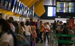SP - CORONAVÍRUS/SP/MOVIMENTO/CONGONHAS - GERAL SP - CORONAVÍRUS/SP/MOVIMENTO/CONGONHAS - GERAL - Movimento no saguão do Aeroporto de Congonhas, na zona sul da cidade de São Paulo, na manhã desta quarta-feira, 06, em meio à pandemia do novo coronavírus (covid-19). São Paulo é o Estado brasileiro com mais mortes diárias por covid-19. Foram em média 147 nos últimos 7 dias, de acordo com os dados divulgados pelo Ministério da Saúde na terça-feira, 05.   Foto: VINÍCIUS NUNES/ASI/ESTADÃO CONTEÚDO ASI20210106020 - 06/01/2021 - 10:39