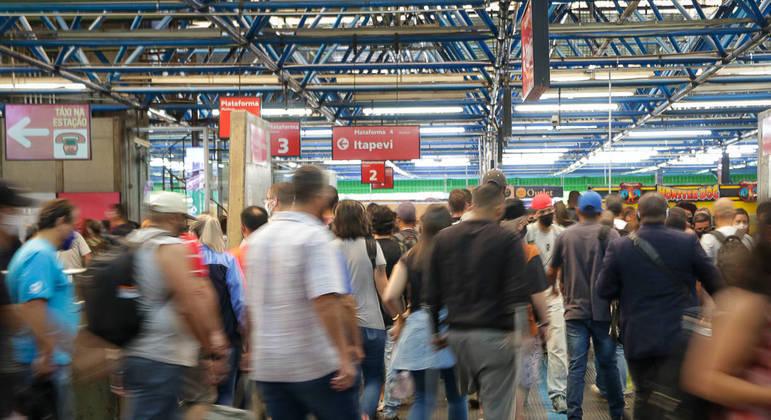 Movimento de passageiros na Estação Barra Funda, na zona oeste de São Paulo
