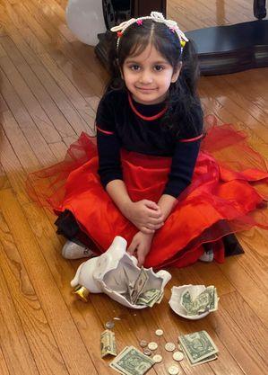 Aryana usou seu dinheiro para comprar um bolo aos idosos