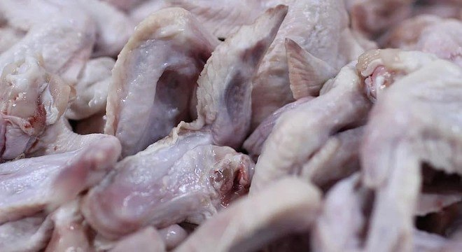 China encontrou traços de coronavírus em asinhas de galinha importadas do Brasil