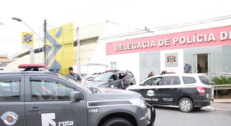 Uma das agências atacadas ficava ao lado da delegacia de polícia da cidade